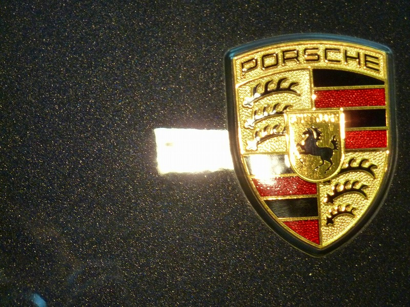 20120817-porsche-cayman-crest