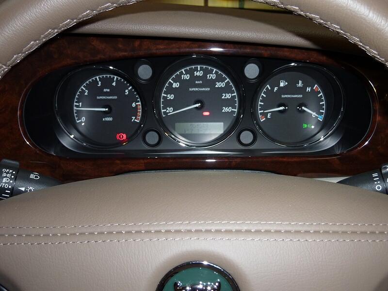 20121103-jaguar-xjr-05