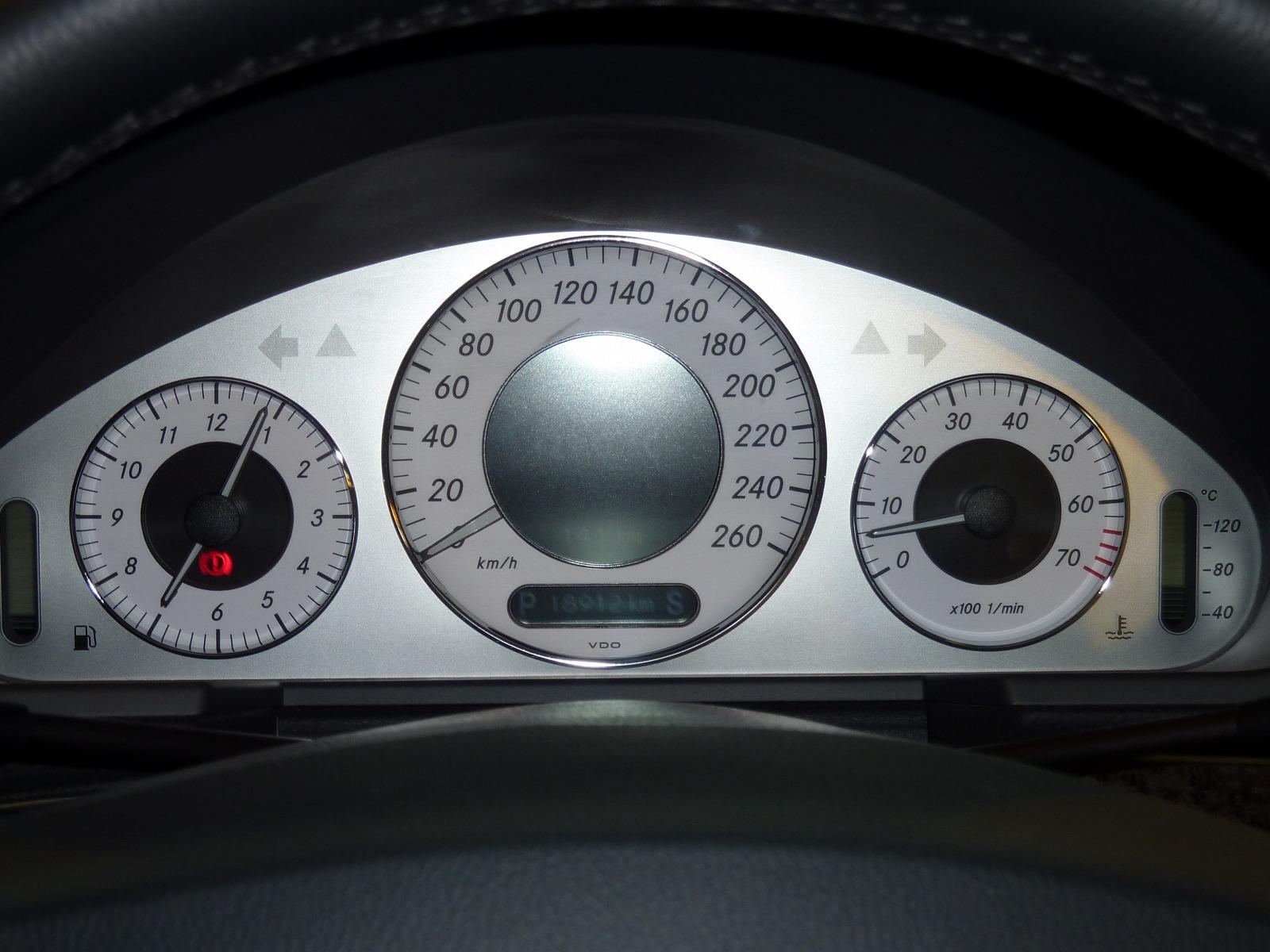 20130629-mercedes-benz-e350-03