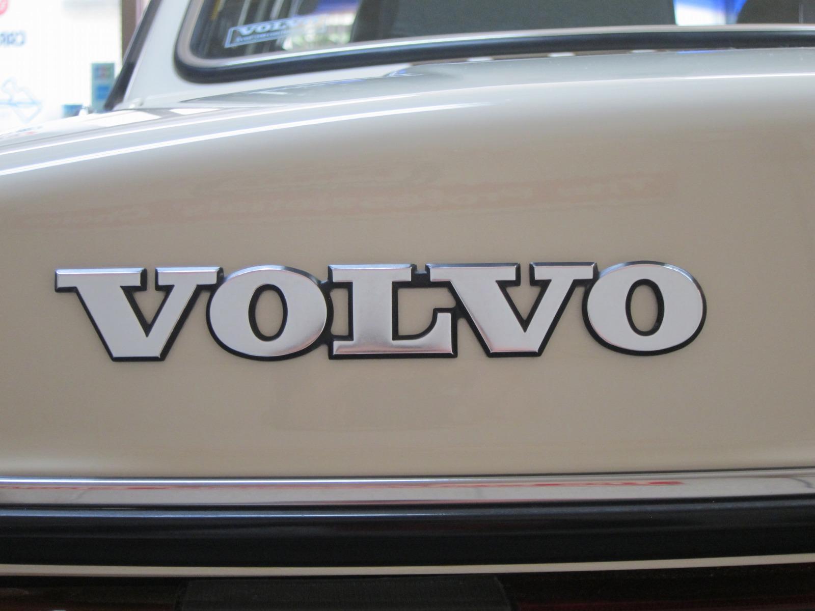 20131208-volvo-240gl-18