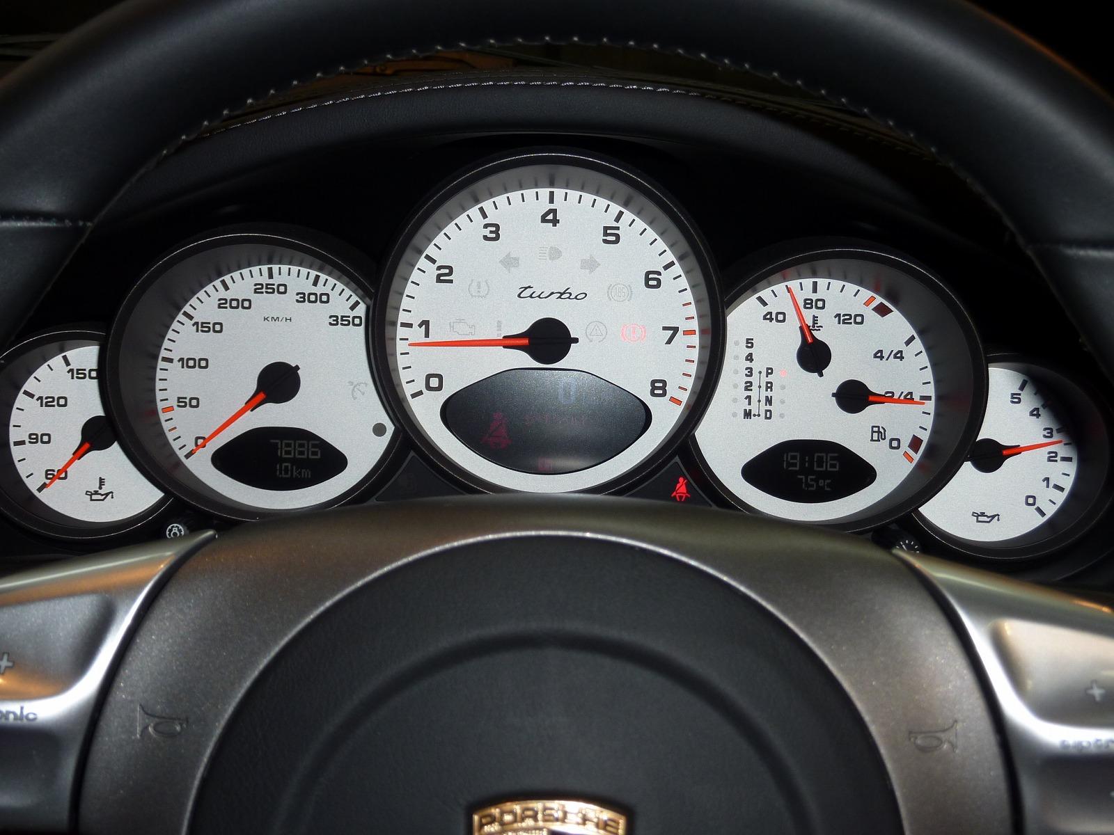 20140402-porsche-911-turbo-12